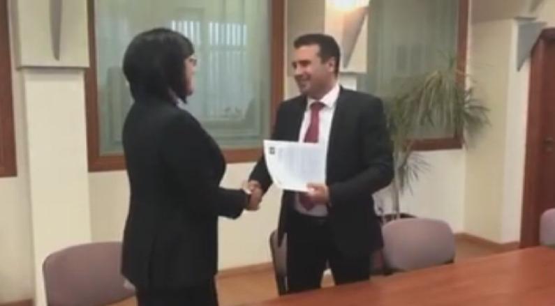В Скопие лидерът на БСП Корнелия Нинова обсъди с македонския