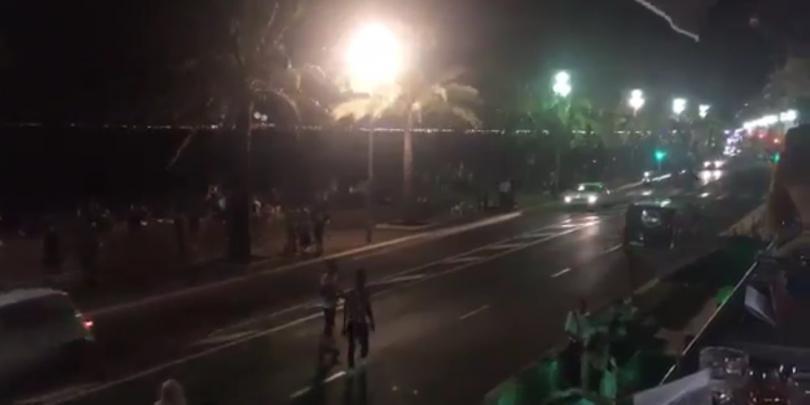 Атентат в Ница: Камион се вряза в събрали се хора, има десетки жертви