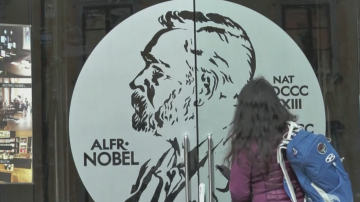 Защо тази година Нобеловите награди за литература са две?