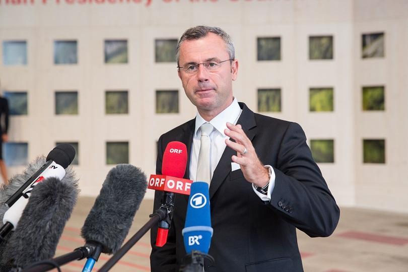 Министърът на транспорта на Австрия Норберт Хофер беше избран единодушно