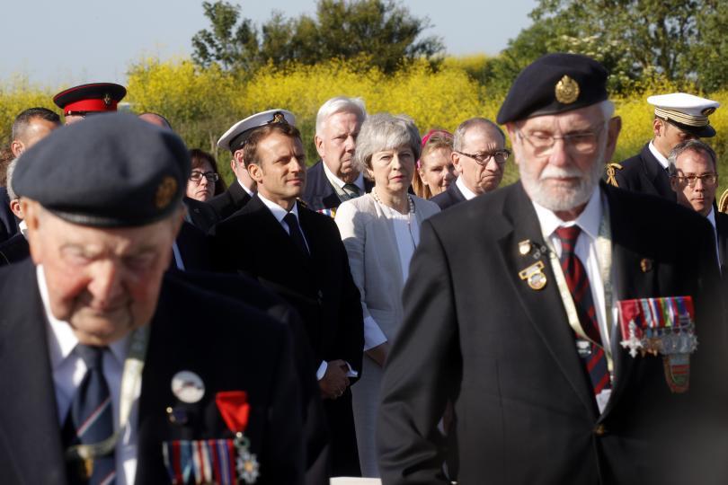снимка 3 Мей, Макрон и стотици ветерани отбелязаха 75 години от десанта в Нормандия