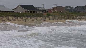 Ураганът Флорънс отслабна до тропическа буря, очакват се проливни дъждове