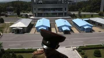 Американски дипломат разговаря със севернокорейски представители