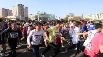 Стотици бегачи се включиха в маратона на Пхенян