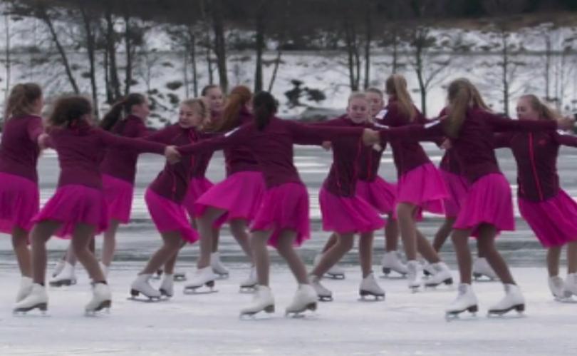 Норвегия има единствения в света отбор по синхронно фигурно пързаляне.