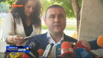Горанов: Много хора пътуват, което е причина за ниската избирателна активност