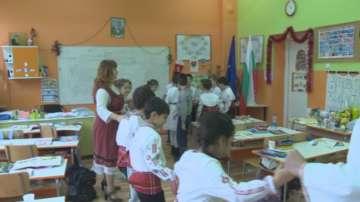 Ученици в София ще носят носии заради Българското европредседателство