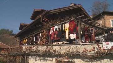 Една от най-големите колекции от частни носии се намира в село Елешница
