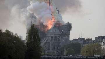Пожар избухна в катедралата Нотр Дам в Париж
