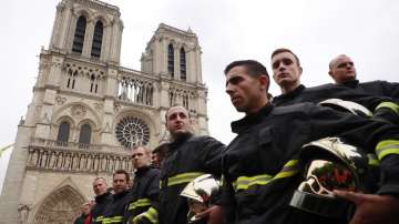 """Франция и международната общност ще възстановяват парижката """"Нотр Дам"""""""