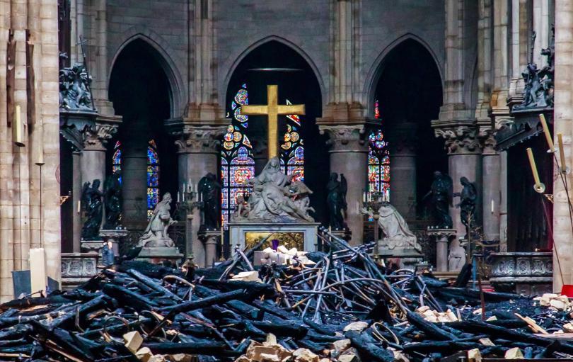 Още няколко минути и емблематичната катедрала е щяла да рухне