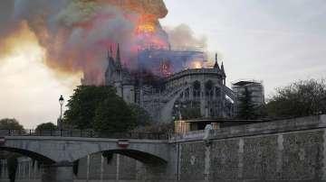 Голяма част от ценните реликви в Нотр Дам са спасени