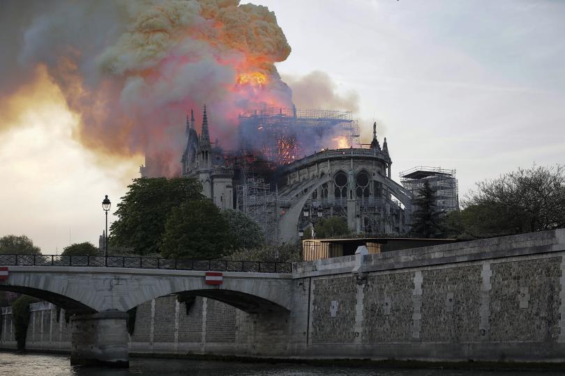 снимка 16 Нотр Дам в ада на пламъците (ГАЛЕРИЯ)
