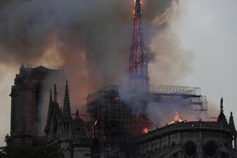 снимка 14 Нотр Дам в ада на пламъците (ГАЛЕРИЯ)
