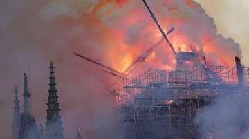 Злополука е причина за пожара в Нотр Дам
