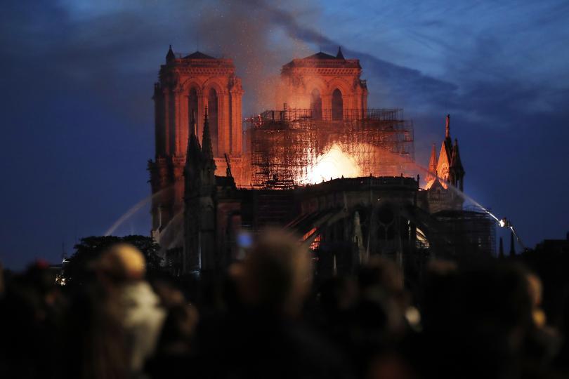 снимка 10 Нотр Дам в ада на пламъците (ГАЛЕРИЯ)