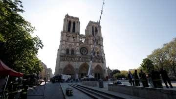 Недостиг на майстори във Франция може да забави реставрацията на Нотр Дам
