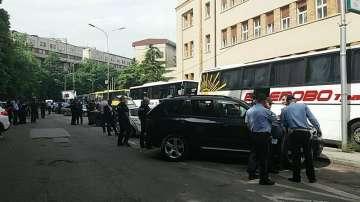 От нашите пратеници: Полиция е отцепила района пред парламента в Скопие