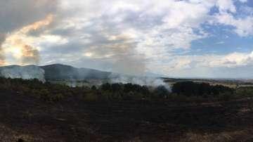 Продължава гасенето на пожара край Нови хан, няма опасност за населените места