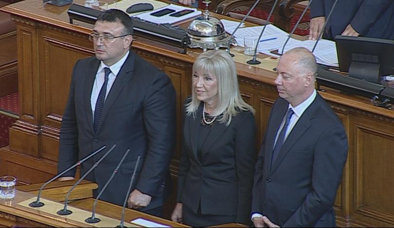 Парламентът гласува промените в състава на Министерски съвет, предложени от