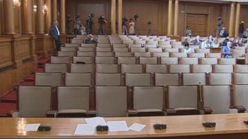 Процедурна хватка на БСП прекрати предварително днешното заседание на парламента