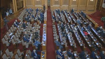 Заради липса на кворум депутатите излязоха във ваканция ден по-рано