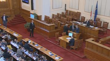 Словесен дуел между депутати от ВМРО и Атака в парламента