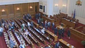 Провал на заседанието на парламента за машинното гласуване