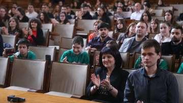 Национално състезание по водене на парламентарни дебати се проведе в НС