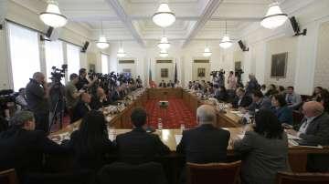 Защо беше удължен с месец срокът на временната комисия за сделката с ЧЕЗ?