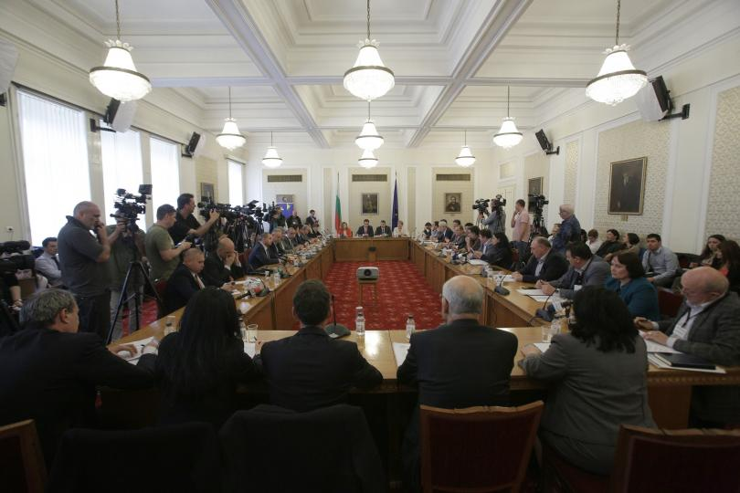 Снимка: Защо беше удължен с месец срокът на временната комисия за сделката с ЧЕЗ?
