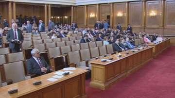 Скандал се разрази по време на петъчния контрол в парламента