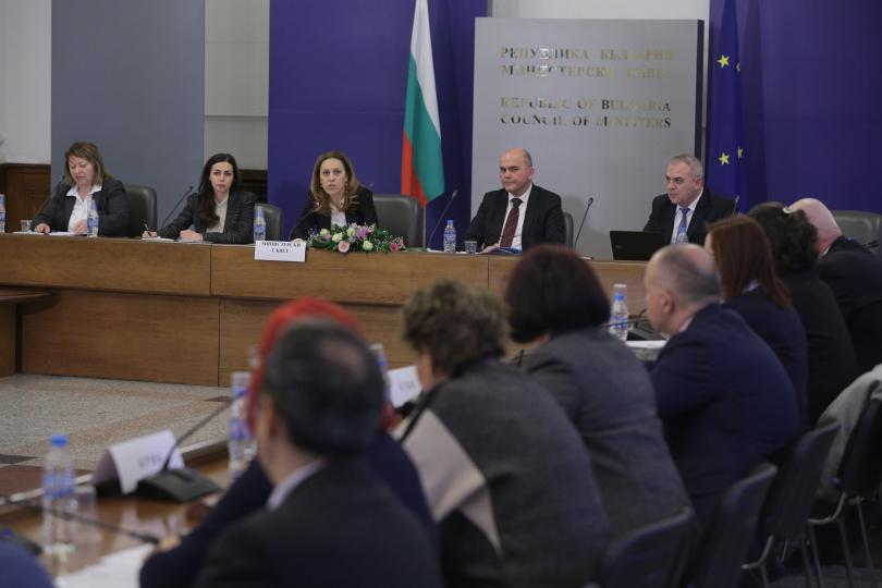 Скандал в Тристранния съвет за национално сътрудничество. Лидерът на