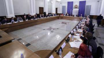 След заседание на Тристранния съвет: Отлагат закона за горивата с шест месеца