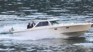 Барак Обама и Джордж Клуни на разходка с лодка в Италия