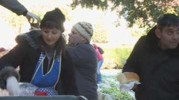 Доброволци от Варна приготвят топъл обяд за 200 души