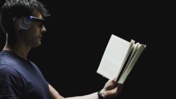 Високотехнологично устройство помага на незрящи да четат и разпознават лица