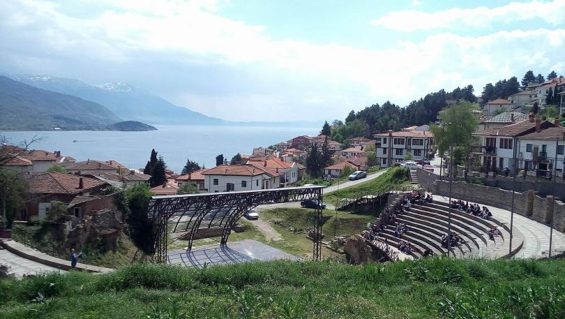 А минарето в Охрид продължава да расте