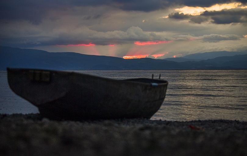 Лихнида кайче веслаше в Охридското езеро...