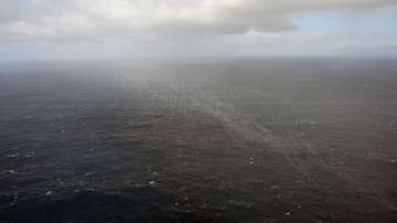 Петролен разлив застрашава френското крайбрежие