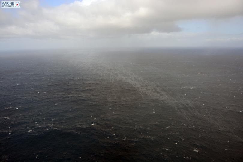 Френското крайбрежие е застрашено от екологична катастрофа. Петролен разлив се