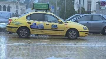 Таксиметров шофьор с присъда за убийство удари полицай