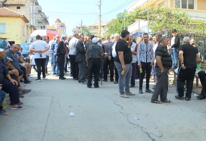 Над 300 недоволни жители на Омуртаг излязоха на протест с