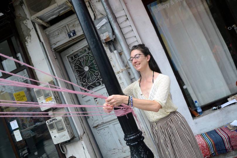 Елена Стойчева е завършила Американския колеж в София, но противно