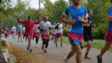 Близо 600 души бягаха с розови поли в подкрепа на болните от рак на гърдата