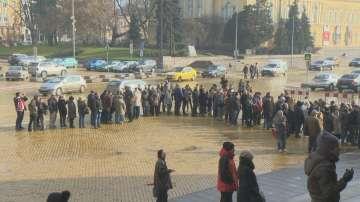 Втори ден опашки пред БНБ за възпоменателната монета