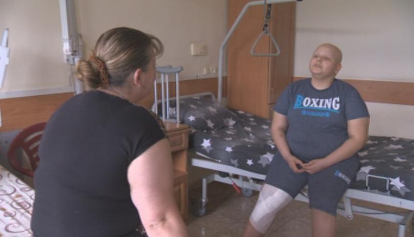 За първи път изцяло български екип постави специална растяща протеза