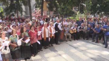 Опит за рекорд на Гинес: Над 500 българи и македонци пяха заедно в Кюстендил