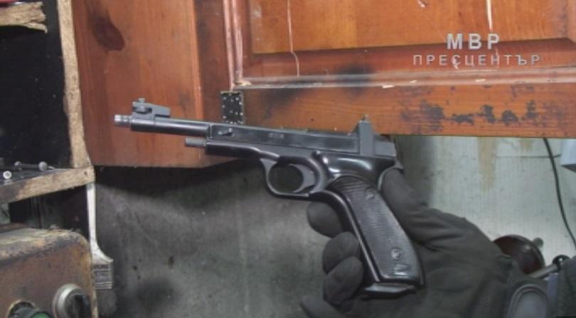 Над 100 разрешителни за оръжия са отнети след проверка на прокуратурата