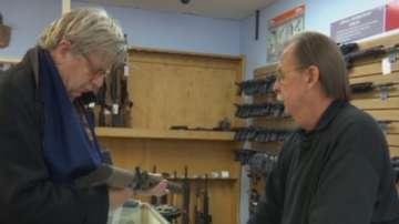 Колко е лесно да си купиш полуавтоматична пушка в САЩ?